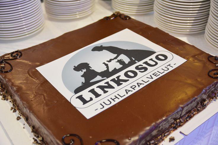 Linkosuon Juhlapalvelun 50-vuotis juhlien jälkiruokakakku, Sacher suklaakakku #linkosuonjuhlapalvelut #linkosuo #sacher #kakku #cake