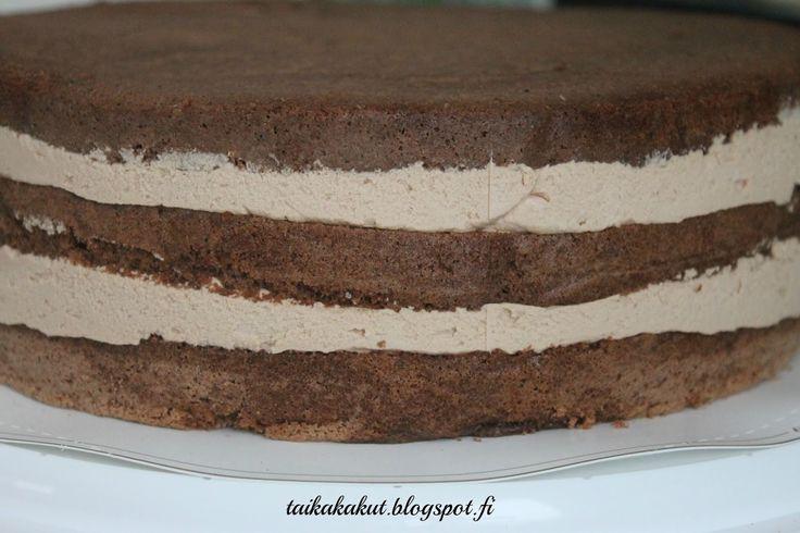 Fazerina- tai Geishatäyte:   4 dl kermaa   200 g maustamatonta tuorejuustoa   6-8 Fazerina- tai Geisha-patukkaa     Sulata suklaapatukat ja ...
