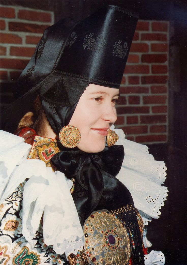 Costume and Embroidery of Lindhorst and vicinity, Schaumburg, Lower Saxony, Germany