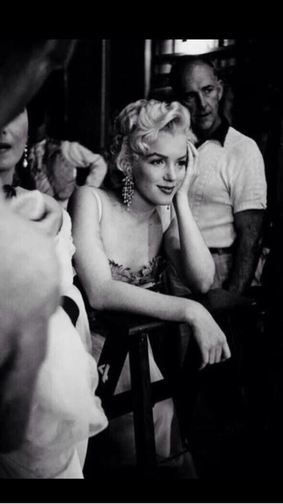 Stunningly beautiful, yet even Marilyn could go unnoticed in a crowd when she chose to