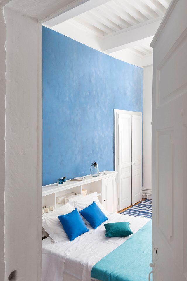 Chaux extra-mate, nuancier maison grecque, coloris bleu Cyclades, 42,90 euros le pot de 2,5 litres, Maison Déco.