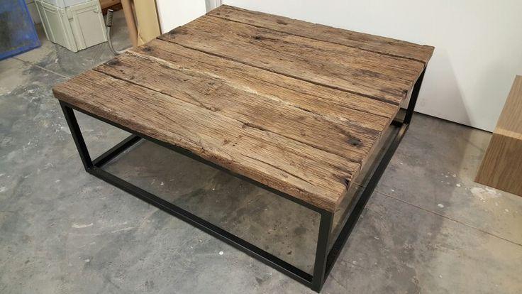 Prachtige salontafel tafel met geborstelde eiken planken blad en stalen frame
