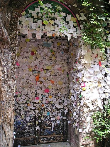 Wall of letters to Juliet in Verona, Italy Must see