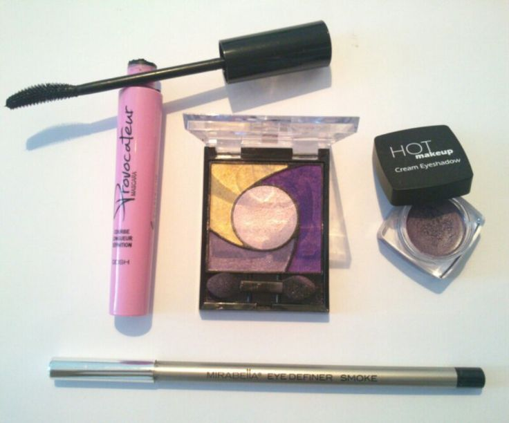 Products for my purple smokey eyes look. Learn how to create this beautiful look. Attend my smokey eyes course. Read more here http://beautybybruun.dk/?page_id=336