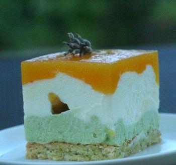 » Pistaches, abricots, passion, dacquoise et mousse Ivoire pour un entremets délicat ! - La cuisine de Mercotte :: Macarons, Verrines, … et chocolat