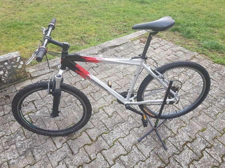 porrentruy - Je vends ce vélo vtt en bon état tout fonctionne correctement. Vélo avec cadre en aluminium,suspension avant,roues 26 pouces,pneus neufs ...