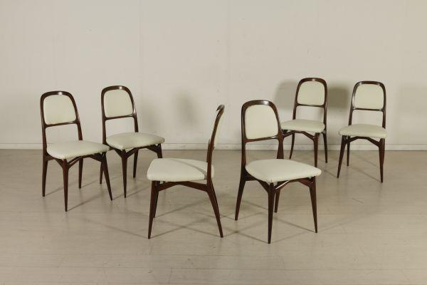 Gruppo di sei sedie; legno di faggio tinto, imbottitura in espanso, rivestimento in similpelle. Ottime condizioni, restaurate.