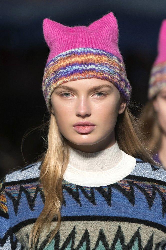Mettiamocelo in testa! Il cappello è l'accessorio da avere adesso e questi sono i modelli di tendenza per l'Autunno Inverno 2017-2018