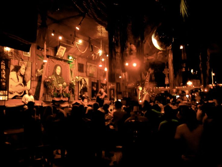 Apache Reggae Bar  a lively Reggae Club in the heart of Kuta. A vibrant crowd, affordable drinks, cozy corners with shishas and live reggae performances make this venue a must-see for reggae lovers!