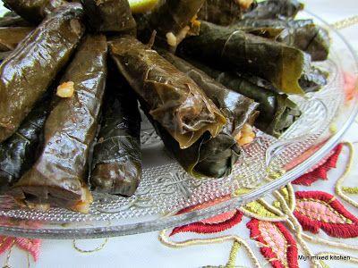 Mijn mixed kitchen: Zeytinyağlı yaprak sarması (gevulde wijnbladeren met kruidige rijst)