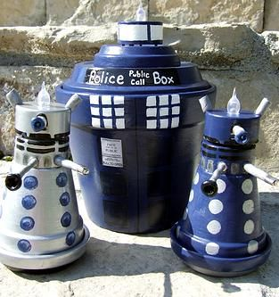Tardis and Dalek tealight holders! Find out how to make these and other awesome crafts on this site!