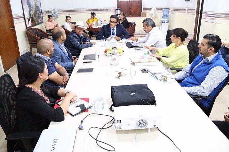 Integrantes de la Comisión de Desarrollo Urbano y Obras Públicas del Ayuntamiento de Morelia, sostuvieron una reunión con los secretarios de Innovación Gubernamental y Efectividad y de Desarrollo Metropolitano e ...
