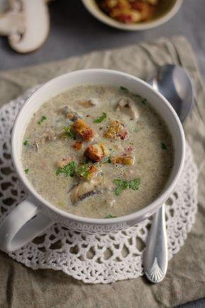 Du suchst nach einem einfachen Rezept für Champignon-Creme-Suppe? Dieses Rezept für Champignonsuppe geht schnell und braucht nur wenige Zutaten.