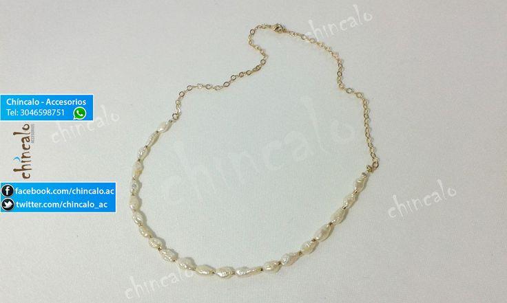 Collar Referencia: coll12 Valor: $35.000 Para: Mujer Material: Oro Goldfield y perla fina Cuidados: Evitar el contacto con perfumes. Limpiar únicamente con paño limpia Joyas