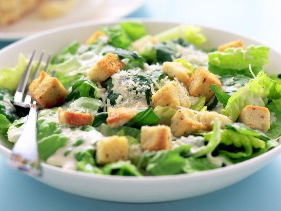 Römersalat mit Croutons und Parmesan (Cesar Salat) ist ein Rezept mit frischen Zutaten aus der Kategorie Dressing. Probieren Sie dieses und weitere Rezepte von EAT SMARTER!