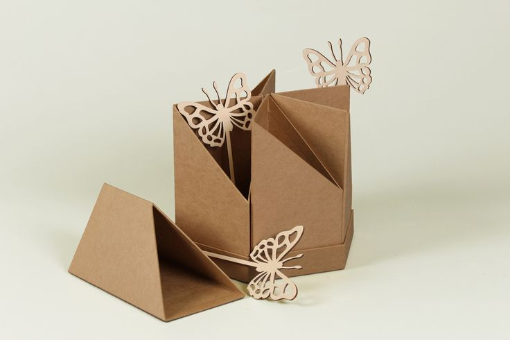 Продолжаем Вас удивлять оригинальными формами😚 Коробка-трансформер, можно использовать в нескольких вариантах😊 #эстетис, #estetis, #коробкасцветами, #цветывкоробке, #flower, #flower_box, #Flowerbox, #флористы, #флористическийтренд, #цветы, #доставкацветов, #тренды, #понедельник, #началонедели #бархат#необычныйбукет #флористическийсалон #цветывбархатнойкоробке #бархатнаякоробочка #европейскаяфлористика #СтильныеБукеты #флористикасегодня #флориствмоскве #цветывкубе #цветывмоскве…