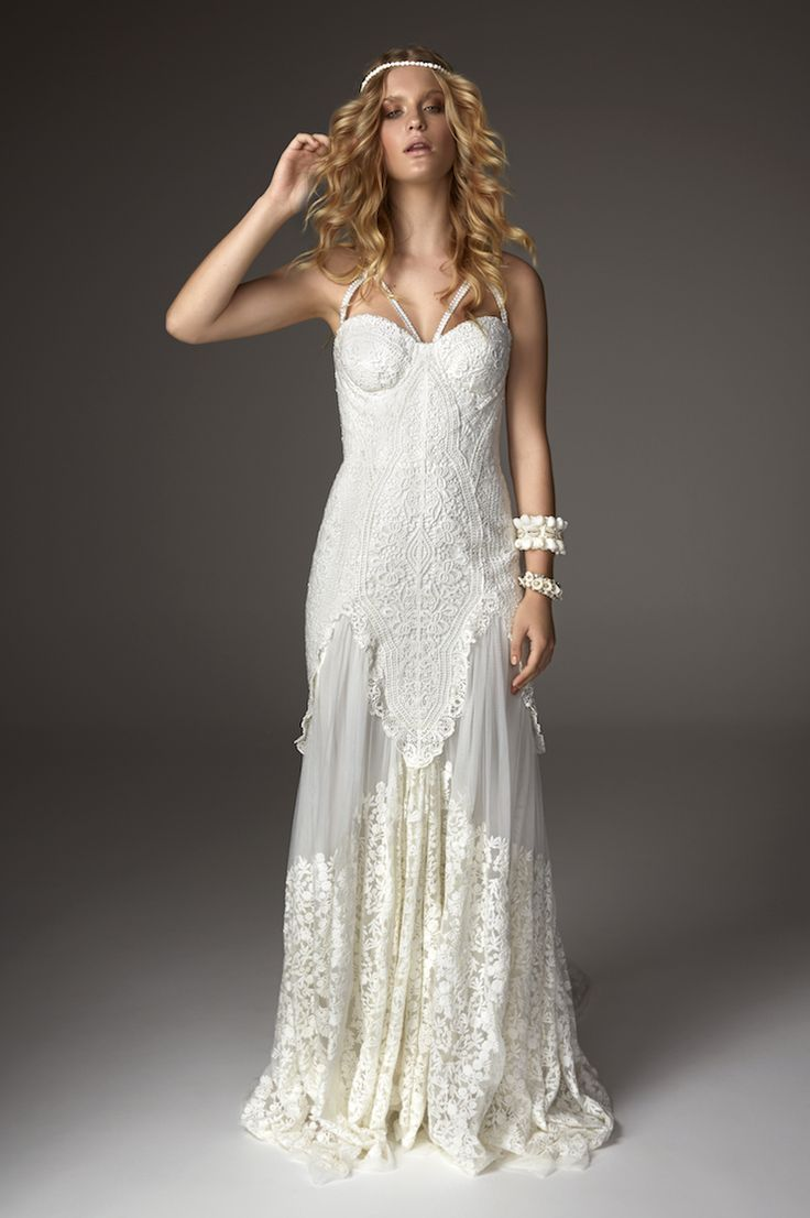 Arrow Gown by Rue de Seine. Exclusively available in The Netherlands at Wild At Heart Bridal.