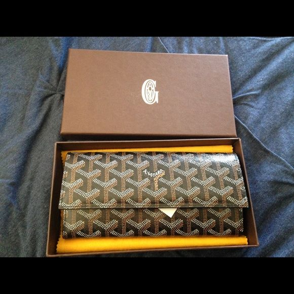 Authentic Goyard Wallet I received this as a company gift. The wallet is original and brand new. I have the Barneys New York bag, ribbon and the Goyard Box with original price tag on it. It's in perfect shape, great for a regift. Goyard Bags Wallets