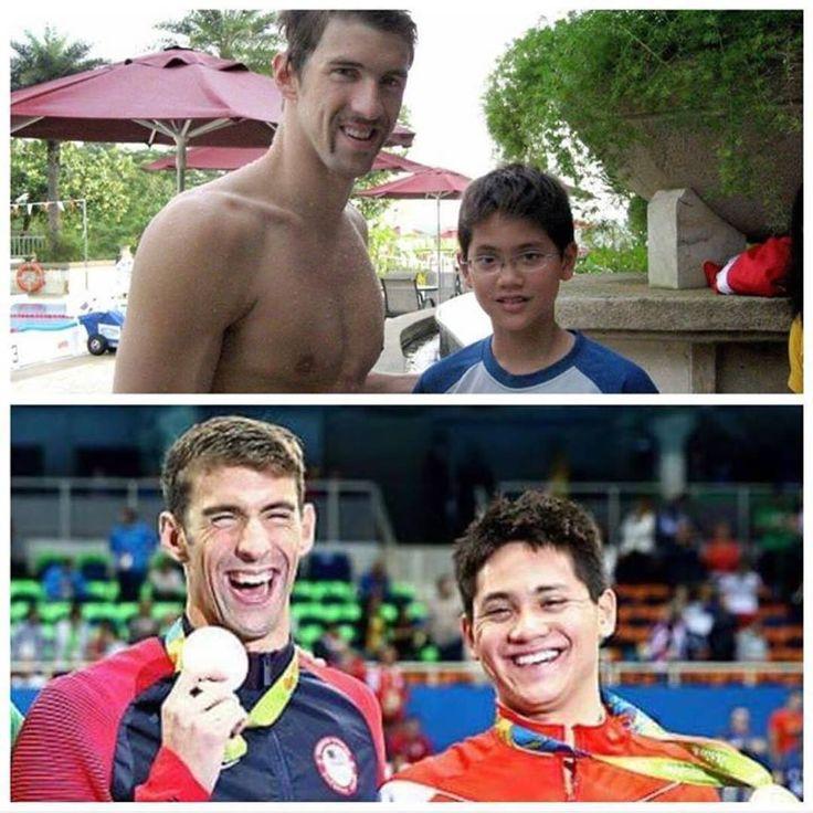 """Que momento! """"Há 8 anos Joseph Schooling tietava Michael Phelps. Hoje aos 21 o nadador de Cingapura conseguiu tomar o posto de campeão do seu ídolo e levou seu país pela primeira vez ao posto mais alto do pódio olímpico. Nunca desista do seu sonho!"""" (Via #Rio2016noSporTV) #olympics #rio2016 #agentenaoquersocomida #avidaquer @avidaquer por @samegui"""