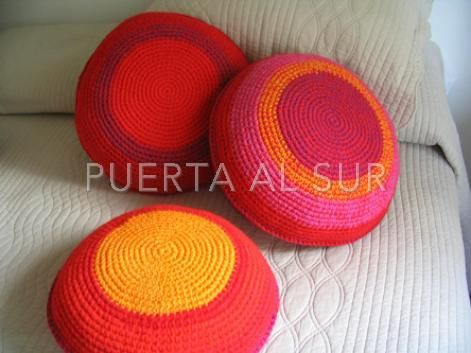 Almohadones de Lana en tonos rojo y naranja