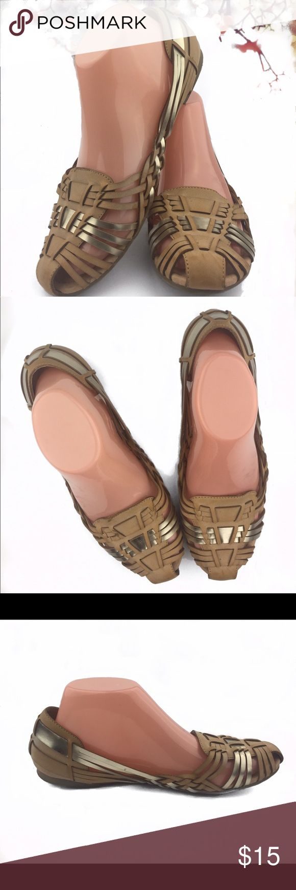 Report Womens Yannick Breezy Slip-On Sandal 8.5 Women's Report brand sandal in open weave for breezy summer days. In tan and metallic silver color, size 8.5, and lightly used condition. Report Shoes Sandals