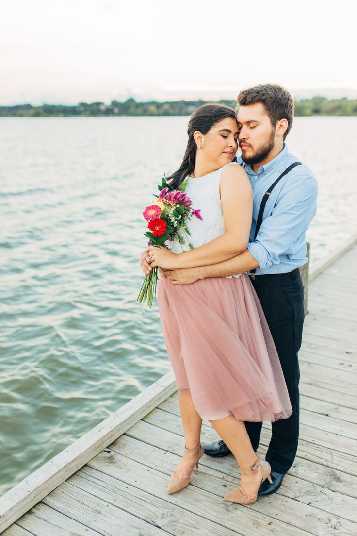Lakeside Engagement. Downtown Dallas Engagement Photos. Dallas photographer. Cute engagement pose. Skirt.