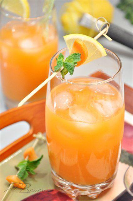 Жара, жарааа..жареное солнцеее *пою* Минеральная газированная вода – 2 стакана, Свежевыжатый морковный сок – 2 стакана, Имбирь натёртый – 1 ч.л., Сок лимона – 2 ст.л., Сахар – 1-2 ч.л.(или по вкусу), Лёд для подачи.