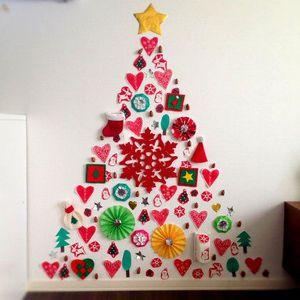 """後片付けかんたん♪ 今年は""""壁付け""""クリスマスツリーに挑戦しては? - NAVER まとめ"""