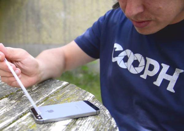 Proposées par le webzine Cooph vous allez voir dans cette vidéo 7 astuces pour faire de superbes photos avec votre iPhone. Vous allez voir, il n'est pas nécessaire d'avoir un tas d'accessoires, mais seulement de connaitre quelques tips ;-) Le site de Cooph…