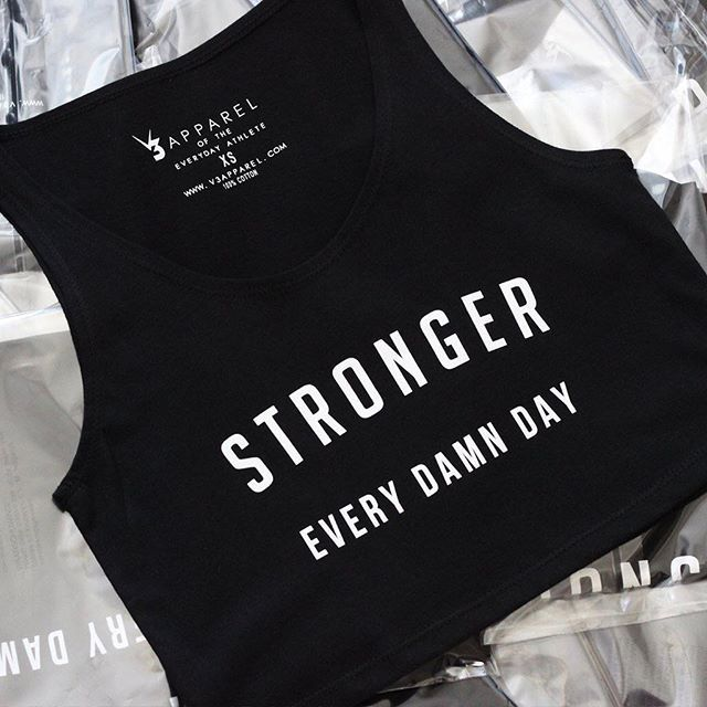 Stronger Every Damn Day! 1/4 new Slogan crops. Shop this look @ www.V3Apparel.com & explore a range of Womens Fitness clothing / printed workout vest & leggings / yoga clothes / motivational gym apparel / ladies workout crop tops and motivation tanks Presentación Gratis Revela Un Consejo Inusual Que Te Ayudará A Perder Peso Rápidamente Mientras Sigues Disfrutando De Tus Comidas Favoritas... http://factorquemagrasatoday.blogspot.com?prod=qigCIPlB