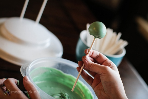 Key Lime Pie Cake Pops Recipe & a tutorial: How to make cake pops