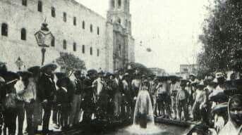 Pozo artesiano en la plaza principal 1897