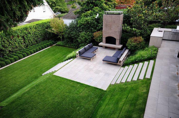 У одного сада в Сиэтле есть фишка – довольно крутой склон. Дабы не отвлекать зрителей от его красоты, дизайнер оформил сад максимально просто. И, вместе с тем, с большим вкусом.