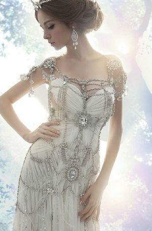 キラキラ輝くアクセサリーが上品なドレス❤︎個性的・モダンな花嫁さんに教えたい一覧総まとめ。