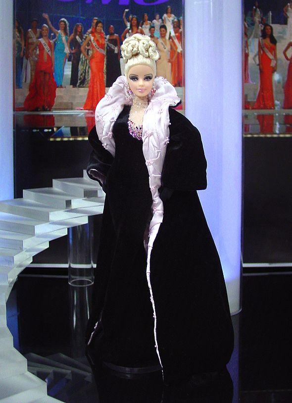 Miss Connecticut 2012 – Vestido inspirado del diseñador  francés Thierry Mugler, de su colección de otoño / invierno de 1998.