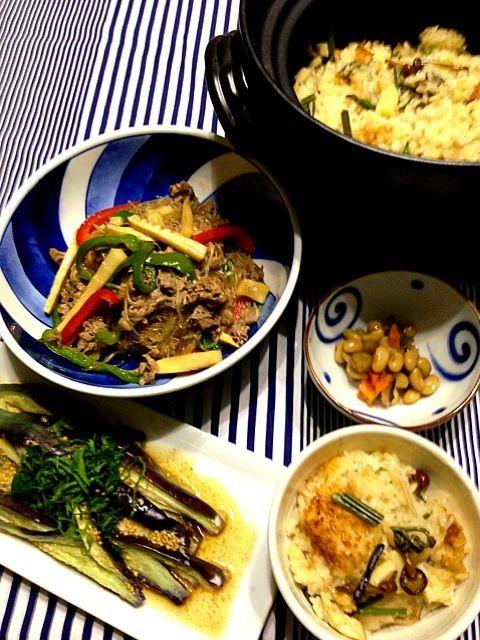 今日はmacaronT  ともちゃんのおせわになりっぱなしの晩ご飯 夜になっても少しむしむしするから、茄子のナムルはさっぱりでぴったり青椒肉絲は春雨が味を吸っていつものより気に入っちゃった おこわも上手く炊けました✌ - 95件のもぐもぐ - 晩ご飯〜macaronT  ともちゃんの茄子と大葉のナムル、春雨入り青椒肉絲、山菜おこわ、煮豆 (^-^) by pepori