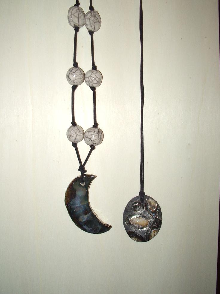 collane e ciondoli realizzati artigianalmente in ceramica Raku. rings and necklaces handmade raku pottery. I Tesori Coloniali Reggio Emilia Italy