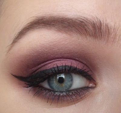 I have a serious girl-crush on her...her tutorials are amazing! I have been poking through her blog for about an hour now...gorgeous stuff!