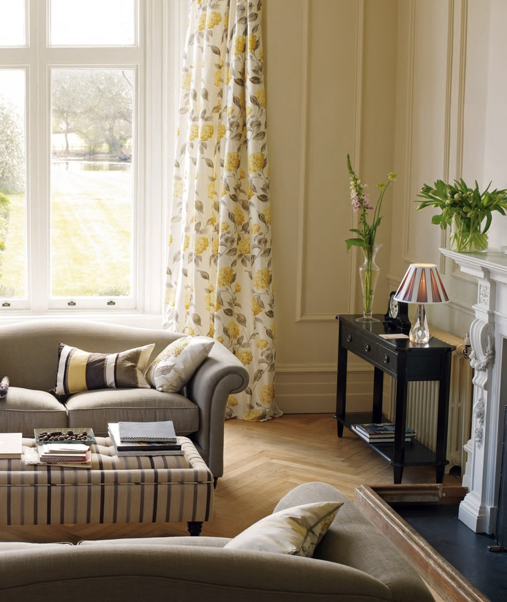 Chic Elegance Of Neutral Colors For The Living Room 10 Amazing Examples: Laura Ashley Hydrangea Living Room