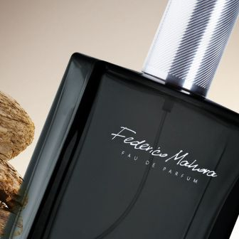 Code:  FM 335 Price: £21.50 Collection: Luxury Capacity: 100ml Fragrance: 16% To purchase this product visit http://www.membersfm.com/Michelle-Brandon Type: distinct, modern Fragrance notes: Head notes: rosewood, cardamom, pepper Heart notes: vetiver, agar (oud) Base notes: vanilla, ambergris.