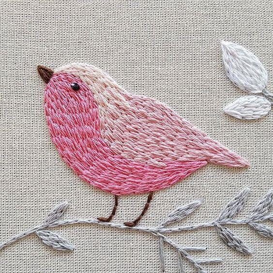 The bird looks like it is filled with simple Split Stitch - very cute! O QUANTO NOSSA CRIATIVIDADE É CAPAZ!