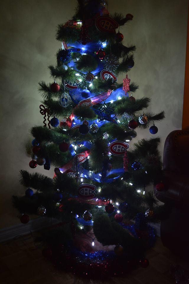 Voici un superbe arbre de no l d cor en bleu blanc rouge - Arbre de noel decore ...