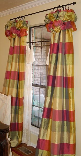 Very interesting use of sheers here- hung 3/4 length of the drapes- certainly more casual than full-length, a bit playful, unexpected. I likey!