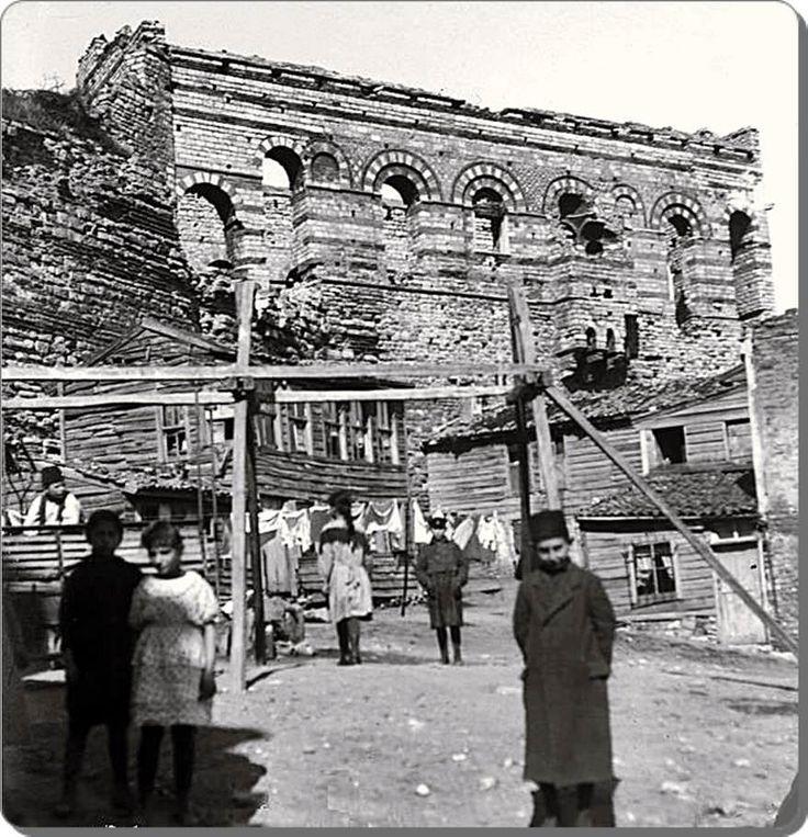 1930' lar, Eğrikapı, Tekfur Sarayı, Tarihin yok edemediği yapıtlar