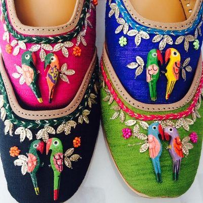 parrot detailing on flat shoes, juttis