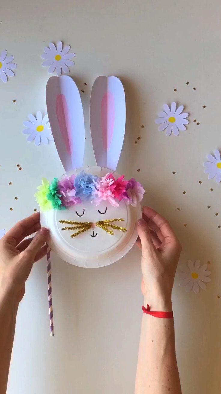 Te enseño a hacer una divertida máscara conejo para divertirte saltando por tu casa! Bunny Crafts, Flower Crafts, Diy Crafts, Paper Plate Crafts, Paper Flowers, Diy Projects, Activities, Nara, Photo And Video