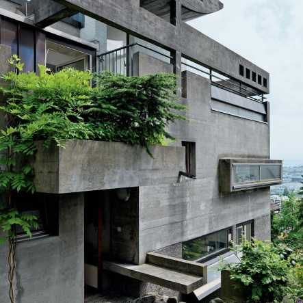A sculptural, brutalist, concrete extravaganza: the architect really pulled out all the stops in this residence. http://sosbrutalism.org/cms/15891411 Hans Demarmels: The Rebberg House, Zurich,...