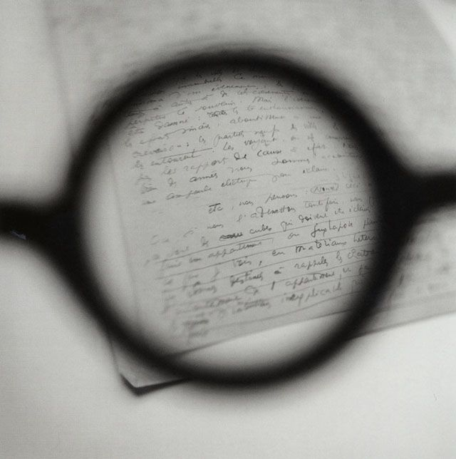 Tomoko YONEDA, Le Corbusier's Glasses - Viewing his Paris lecture notes, L'Habitation Moderne, 2003. ル・コルビュジェの眼鏡 - パリ「近代住居」の講演原稿を見る
