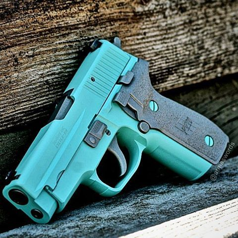 Manufacturer: Sig Sauer Mod. P220 ( Custom ) Type - Tipo: Pistol Caliber - Calibre: 45 ACP Capacity - Capacidade: 8 Rounds Barrel length - Comp.Cano: 4.4 Weight - Peso: 850...