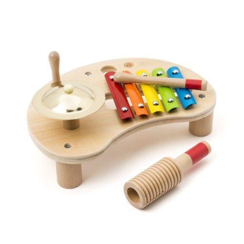 Vous voulez que vos enfants s'éveillent à la musique ? Proposez-leur cette table musicale de 3 instruments ! Oxybul a sélectionné cette table en bois parce qu'elle est compacte, sa forme toute ronde et parce que les 3 instruments, le xylophone en métal, la cymbale et le bâton musical, émettent des sons qui plaisent aux petits. En manipulant ces instruments simples et ergonomiques, leurs gestes deviennent plus précis et coordonnés. Cette table musicale pour un éveil musical ludique et ...